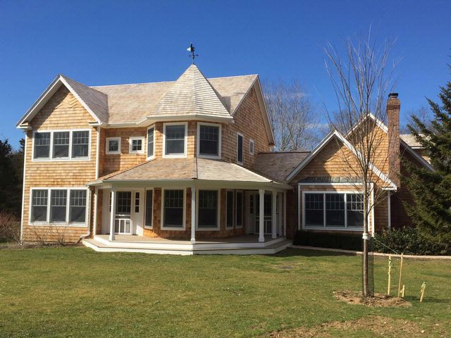 5 BR,  5.00 BTH  Traditional style home in Shelter Island